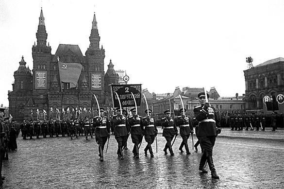 Парад Победы должен был пройти 22 июня, закольцовывая историю - историк.
