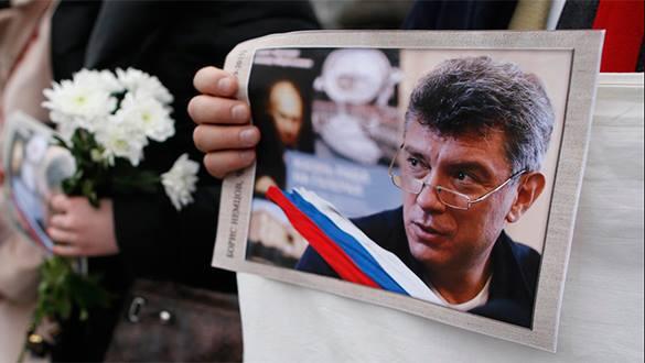 Лингвисты проверят переписку Немоцва на угрозы и подозрительные сообщения. Немцов