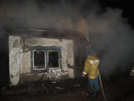 Семья из трех человек погибла при пожаре в Алтайском крае. Семья из трех человек погибла при пожаре в Алтайском крае