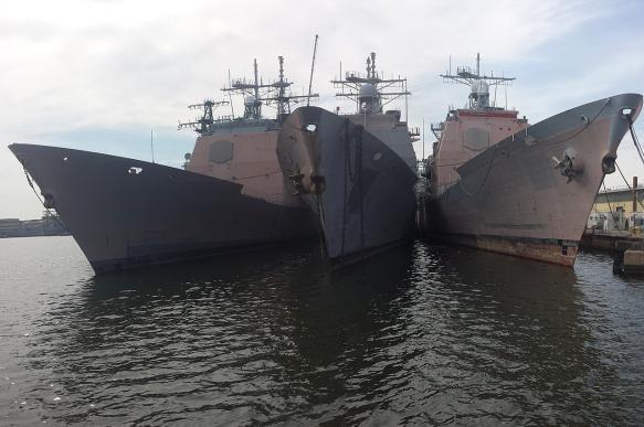 Ракетный крейсер США снова столкнулся с сухогрузом.