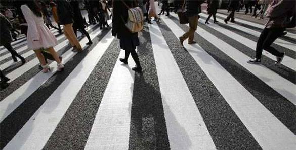 """В Росатоме  разработали для пешеходов  """"умный"""" переход. пешеходы на переходе"""