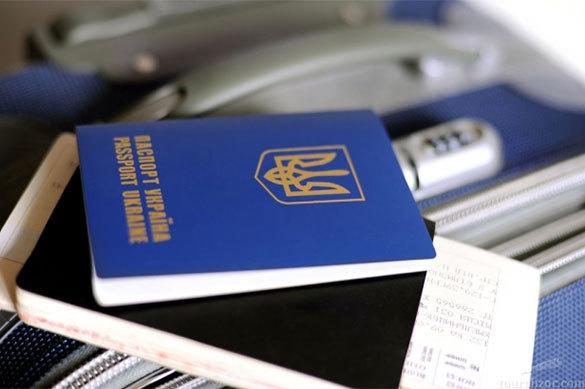 Аваков обвинил украинцев в огромных очередях за паспортами