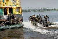 Российские пограничники задержали в Татарском проливе судно с