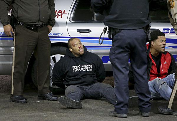 Беспорядки в Сен-Луисе продолжаются: пострадали двое полицейских. 307455.jpeg
