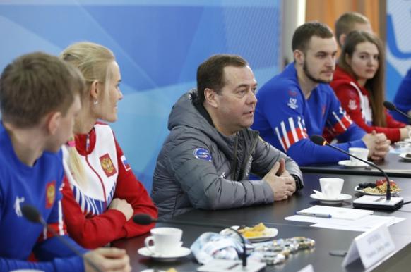 Медведев проверит экологичность строительства завода на Байкале.