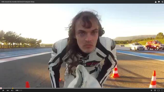 Велосипедист обогнал спортивный  Ferrari. Видео. 322459.png