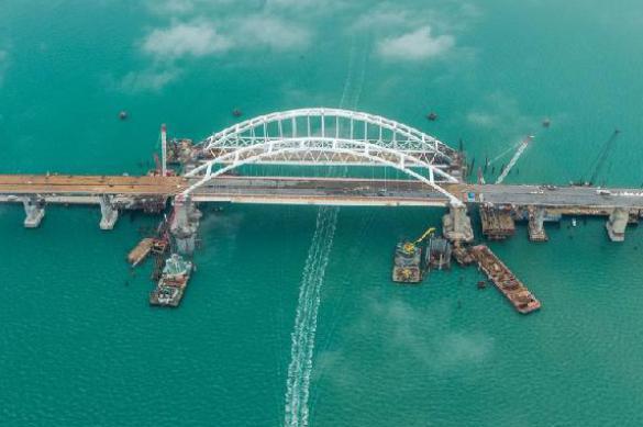 Путин намекнул, когда откроют Крымский мост. крымский мост