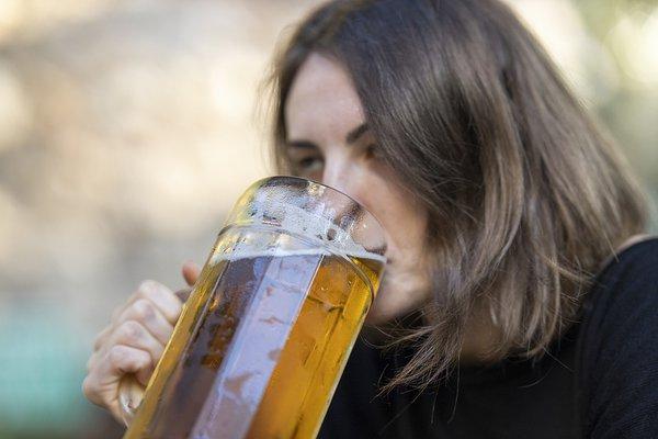 Женский алкоголизм: как лечиться? Разговор с наркологом. женский алкоголизм