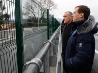 Медведев и Анкваб посетили пункт пропуска на границе. 253462.jpeg
