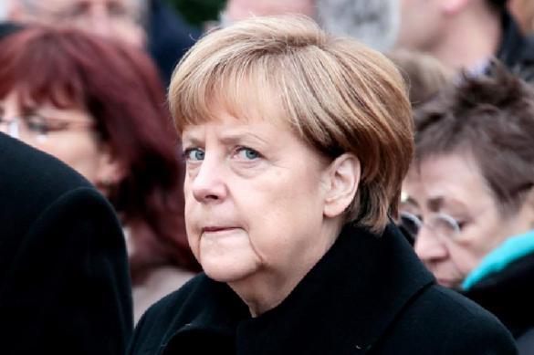Неизвестный мужчина пытался напасть на Меркель. Неизвестный мужчина пытался напасть на Меркель