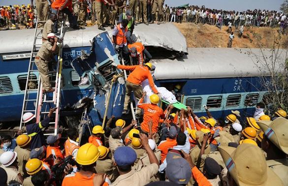 В Индии потерпел крушение поезд