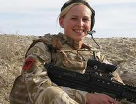 Британские женщины вступили в вооруженное противостояние с