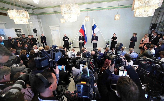 Президент Финляндии призвал Европу к диалогу с Россией. Президент Финляндии призвал Европу к диалогу с Россией