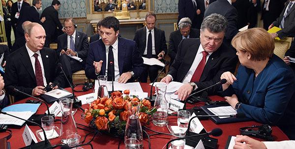Путин и Порошенко беседуют  за закрытыми дверями. 301468.jpeg
