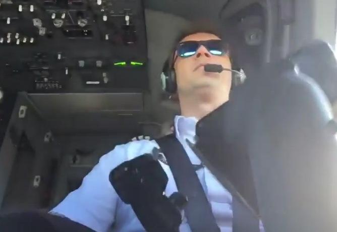 Пилот выложил видео собственных  действий впроцессе  трудной  посадки самолета