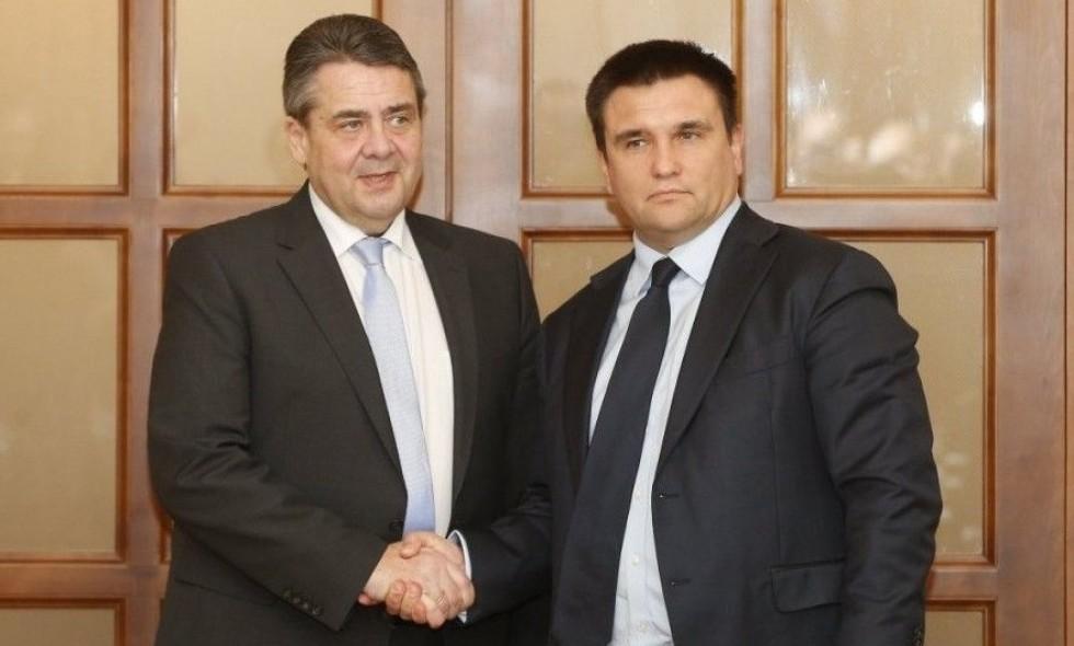 Министры Украины и Германии не доехали до Донбасса из-за сильного ливня. Министры Украины и Германии не доехали до Донбасса из-за сильног