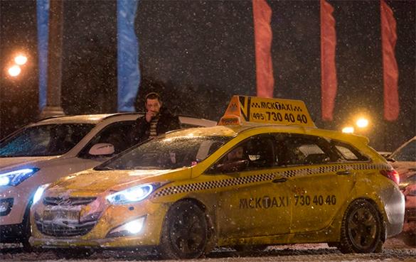Отняв машину, автоугонщики вызвали ограбленной женщине такси. такси, автомобиль, снегопад