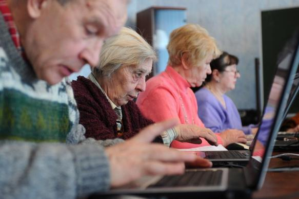 Более 70% граждан России старше 55 лет ежедневно пользуются интернетом. 402469.jpeg