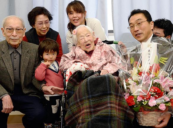 Японская долгожительница встречает 117-й день рождения. долгожительница, старушка