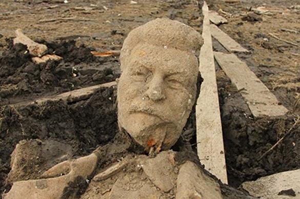 В провинции всплыл огромный памятник Сталину. 390471.jpeg