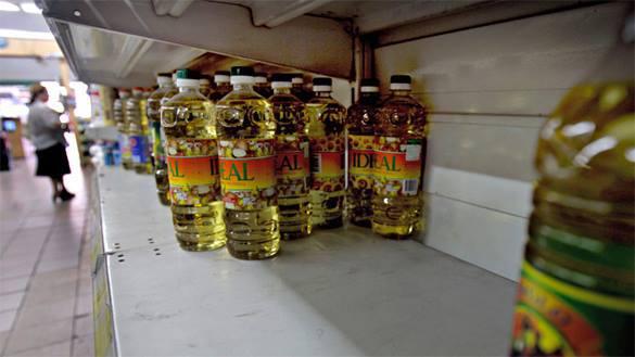 В Киеве опрокинулась 20-тонная фура с подсолнечным маслом - жители довольны. 302472.jpeg