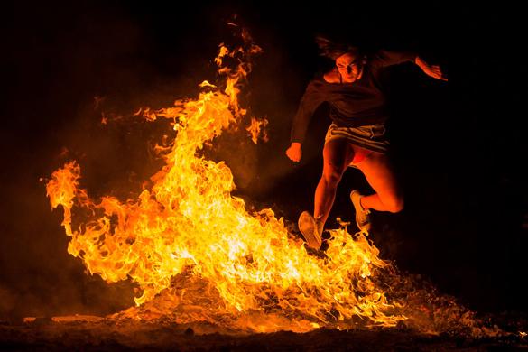 """Испанцы открыли летний сезон """"ночью огня"""". фестиваль Сан-Хуан в Испании"""