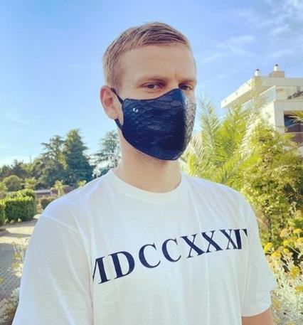 Кокорин купил маску из крокодиловой кожи за 30 тыс. рублей. Маска Кокорина за 30 тыс. рублей