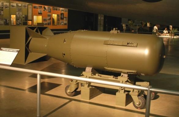 Как трудно отыскать атомную бомбу Гитлера. Первая американская атомная бомба