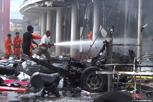 В Таиланде гигантской бомбой взорван торговый центр