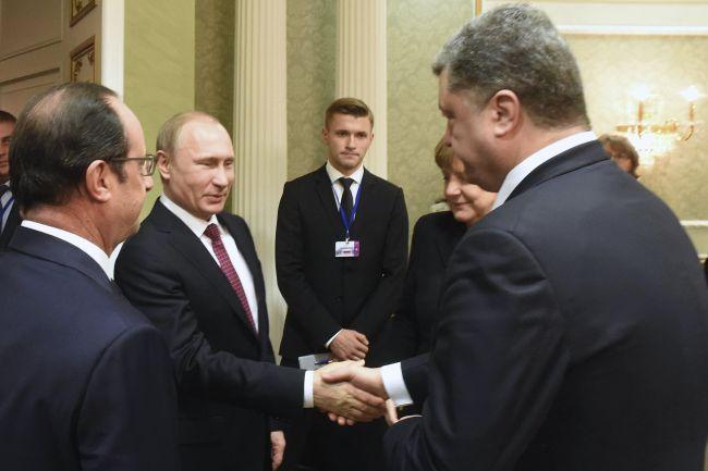 Владимир Путин и Петр Порошенко в Минске пожали друг другу руки. 311481.jpeg