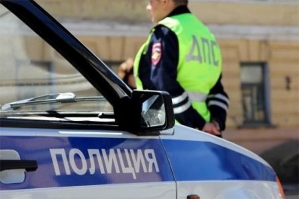 Неизвестные за ночь угнали 13 машин из московского автосалона