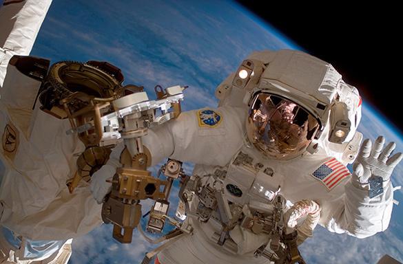 Двое российских космонавтов и один американский астронавт прибыли на МКС. 299482.jpeg
