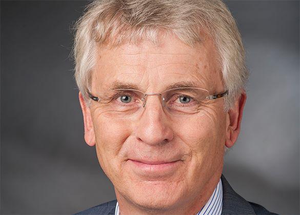 Немецкий депутат возмущен, что его депортировали по-украински. Карл-Георг Велльман