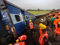 Поезд сошел с рельсов в Индии: 66 погибших. 241483.jpeg