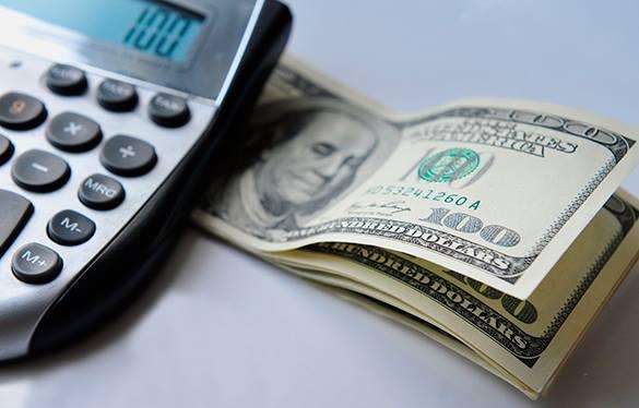 Почему Запад привык жить в долг? – Прямой эфир Pravda.Ru. Доллары и калькулятор