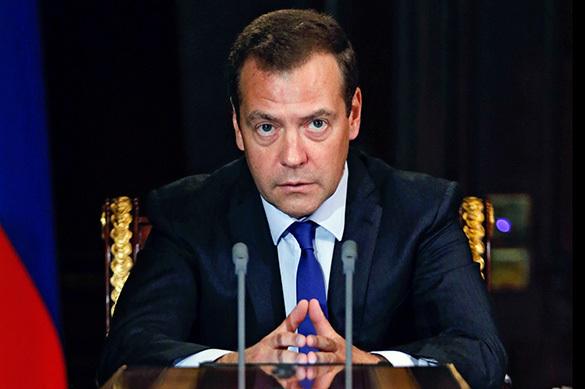 Медведев посоветовал главе Минсельхоза ставить будильник в разн