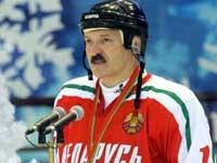 Хоккейная команда Лукашенко получила в подарок хохломскую клюшку