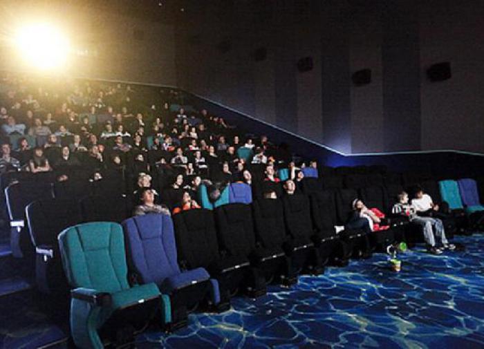 Смотреть кино в кинотеатре