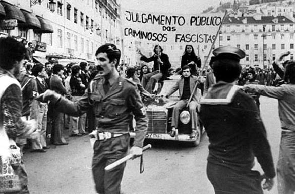 В Португалии назрела новая Революция гвоздик. Исполняется сорок лет с момента Революции гвоздик в Португалии