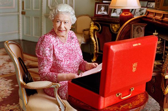Пенсионерка из Рязани накормила британскую королеву домашними пи