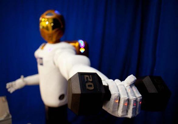 Туристам в Дубае помогут полицейские-роботы.