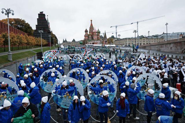 Фестиваль молодежи и студентов открылся карнавалом в Москве. Фестиваль молодежи и студентов открылся карнавалом в Москве