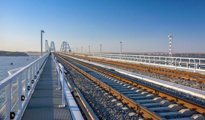 На Крымском мосту открыли движение грузовых поездов. Крымский мост