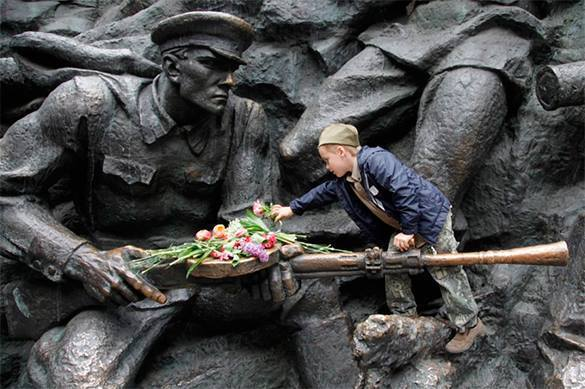 Украинцы ищут в Интернете Парад Победы в Москве