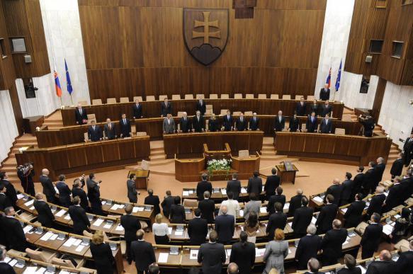 Парламент Словакии принял ошибочный законопроект, который запрещает исполнять гимн других стран. 402495.jpeg