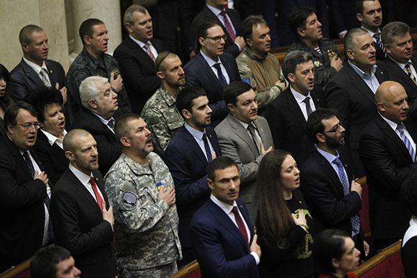 Закон о военном положении на Украине, как попытка сгладить грань между войной и миром. Верховная рада