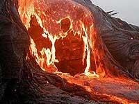 По склонам Шивелуча текут раскаленные лавины