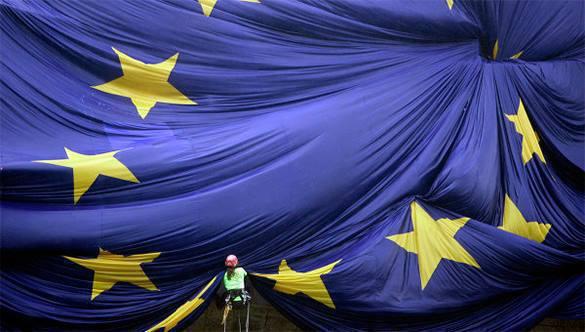 """Глава Еврокомиссии отказался назвать Украину """"европейским государством"""". флаг ес"""