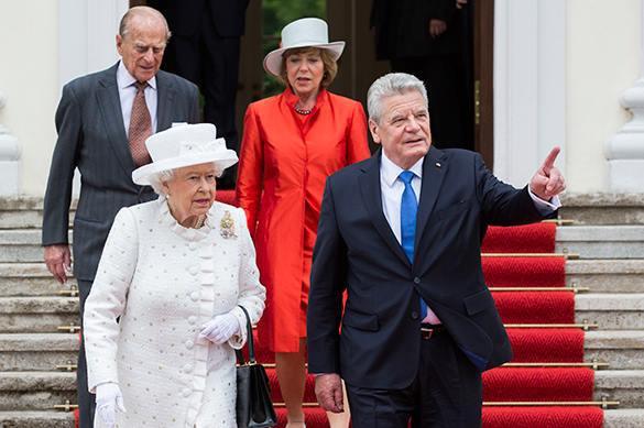 Президент Германии шокировал британскую королеву авангардистским подарком. 322498.jpeg