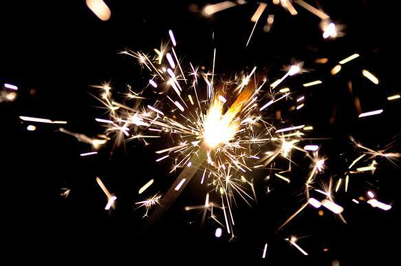 Чем в Новый год угрожают бенгальские огни и гирлянда. 396498.jpeg
